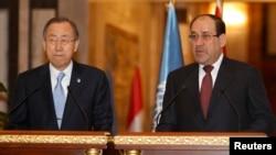 رئيس الوزراء نوري المالكي وأمين عام الأمم المتحدة بان كي مون يتحدثان في مؤتمر صحفي ببغداد