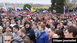 На Марсовом поле в Петербурге во время антикоррупционной акции 12 июня