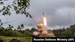 "Запуск ракеты комплекса ""Искандер"""