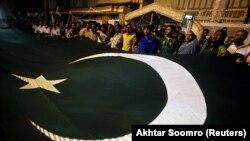پاکستان پیوسته اتهامها در خصوص حمایت این کشور از طالبان را رد کردهاست.
