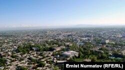 Ош шаарынын Сулайман тоодон көрүнүшү, 2011-жылдын 11-октябры.