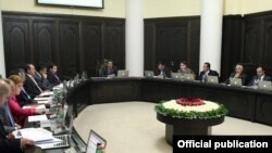 Armenia - Prime Minister Tigran Sarkisian chairs a cabinet meeting, 13Oct2011.