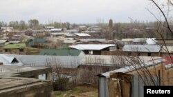 Район, где живут родители Акбаржона Джалилова. Ошская область, 4 апреля 2017 года.