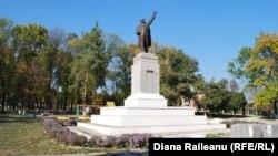 Statuia lui Lenin din centrul oraşului Lipcani
