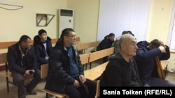 Работники нефтесервисного предприятия Oil Construction Company в суде в городе Актау. 23 января 2017 года.