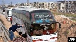 Autobusi građana evakuisanih iz gradova al-Foua i Kefraya, stižu u Alepo
