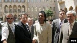 Ливанский премьер Синиора показал госсекретарю США, что стало с Бейрутом