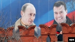 Лидеры «Единой России» боятся, что при президенте Медведеве их отодвинут от кремлевской кормушки, считают эксперты