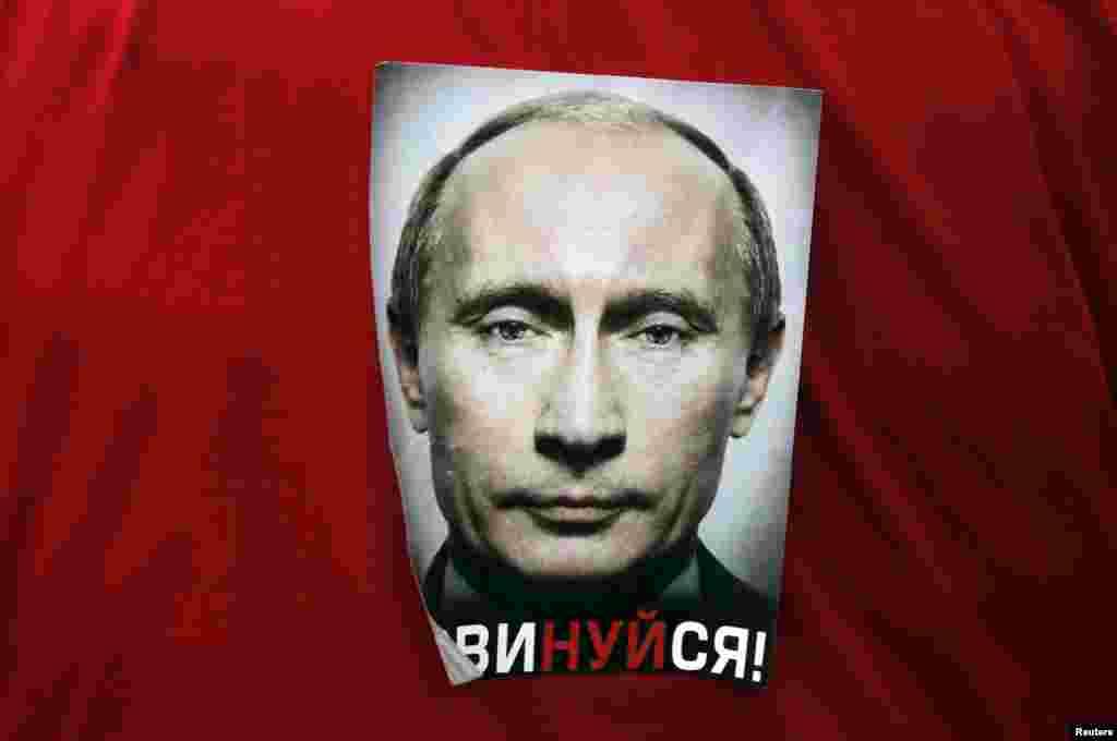 """Ставшая по сути канонической цифра - 86% поддерживаюших Путина - на самом деле устарела еще в июне 2015 года, когда по данным опроса """"Левада-центра"""" рейтинг одобрения деятельности президента России достиг 89%."""