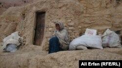 Гульсом, одна из обитательниц пещеры вблизи города Бамиан.