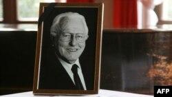Германии попрощались с внуком композитора Рихарда Вагнера Вольфгангом