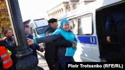 Almaty. Asatana meýdançasyndaky tussag etmeler. 26-njy oktýabr, 2019.