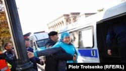 Задержание на площади Астана. Алматы. 26 октября 2019 года.