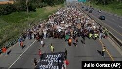 تظاهرات در مینیاپولیس در روز یکشنبه.