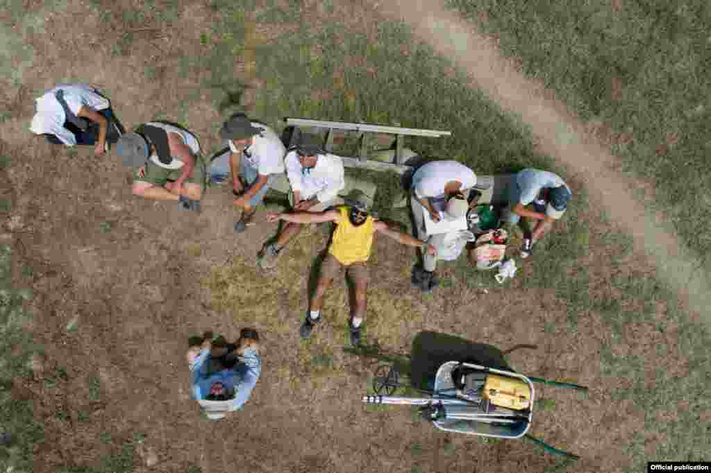 Интернационалната школа за археологија во Стоби се одржува десетта година. Оваа сезона, во школата учествуваат 17 студенти и волонтери од САД, Канада, Кина, Шведска, Ел Салвадор и Австралија.