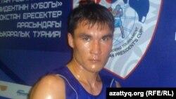 Боксер Серік Сәпиев жаттығу залында. Алматы, 8 мамыр 2012 жыл.