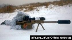 Боєць Центру спеціальних операцій «А» СБУ у зоні бойових дій на Донбасі