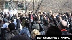Жаңаөзен оқиғасына 100 толуына орай шеруге шыққан жұрт. Алматы, 24 наурыз 2012 жыл.