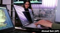 آرشیف/ انترنت کلپ در هرات/ Source: Ahmad Seir (AP)