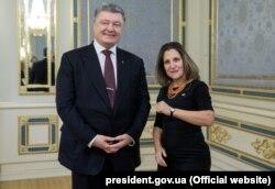 Президент України Петро Порошенко і міністр закордонних справ Канади Христя Фріланд. Київ, 21 грудня 2017 року