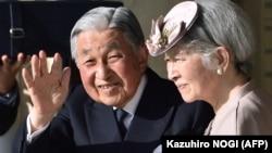 Perandori japonez Akihito dhe ggruaja e tij Michiko