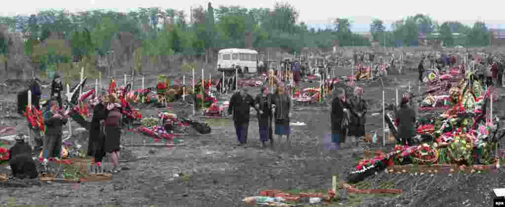 Relatives mourn at a cemetery in Beslan.