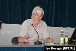 Роман Евстифеев на общественных слушаниях о ситуации в музее