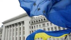 Ваша Свобода | «Віджим» бойовиками власності українських бізнесменів на ДонбасіПід АП не встигають міняти прапори: кінець зраді?