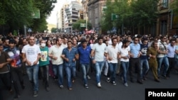 Armenia - Protesters march towards the presidential palace in Yerevan, 23Jun2015.
