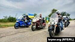 Учасники «Мотопробігу Єдності» на адмінкордоні з Кримом, 28 липня 2018 року