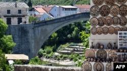 Stari most u Mostaru, u kojem će se , nakon 12 godina, ponovo održati lokalni izbori