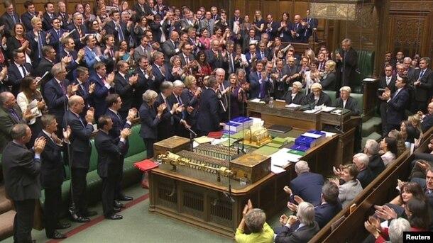 """Britaniya parlamenti """"despotların mülkiyyəti"""" qanununu 2017-ci ilin yazınadək qəbul edə bilər"""