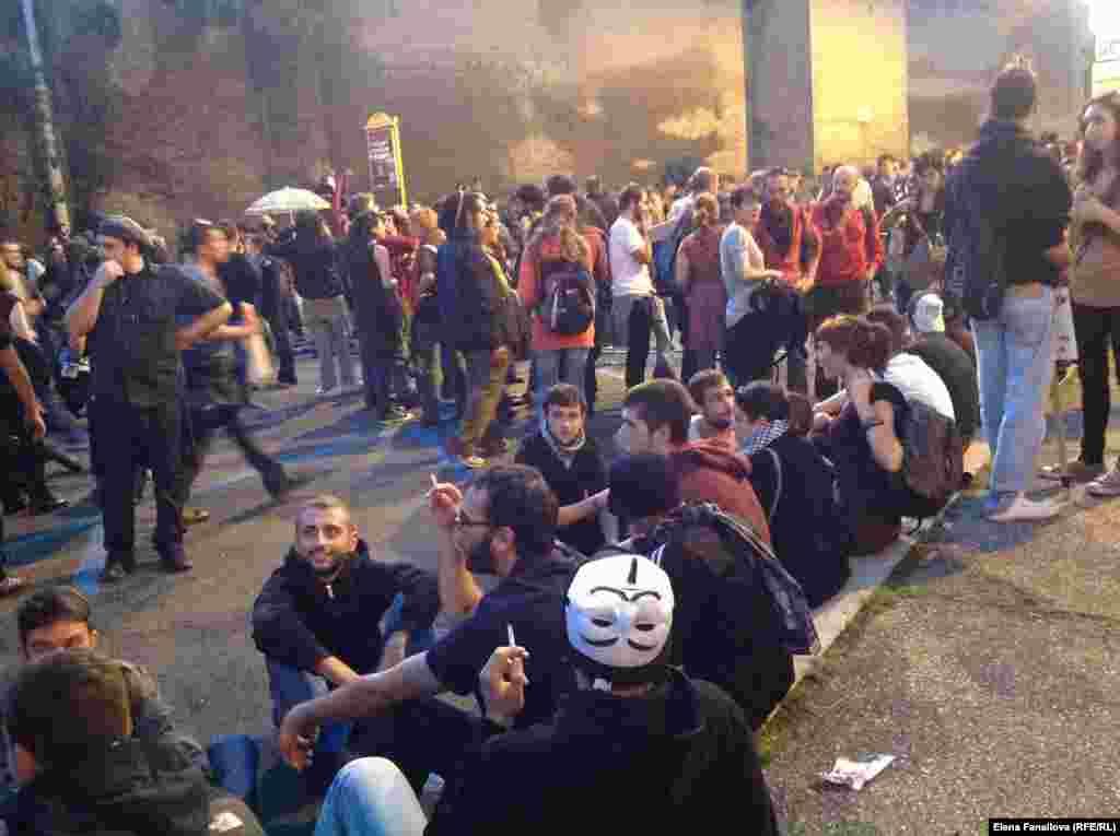 Народ начал оккупировать площадь и улицу Corso d'Italia