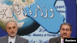 علیاکبر صالحی (چپ) در کنار هوشیار زیباری، همتای عذاقی خود در بغداد