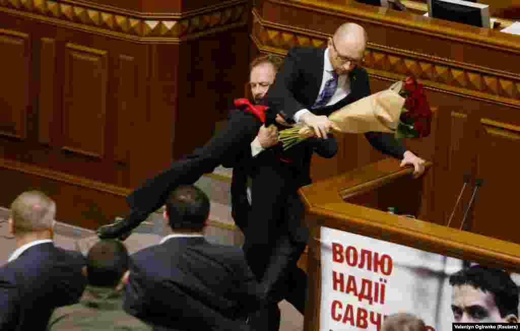 Things moved fast between Oleh Barna and Prime Minister Arseniy Yatsenyuk in December 2015. Barna handed Yatsenyuk a bunch of roses before picking him up by the groin. During the brawl that followed, the prime minister could be seen trying to find a safe place for the flowers.