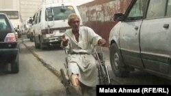 متسوّل مُقعد في شوارع بغداد