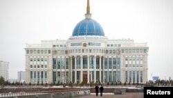 Здание резиденции президента Казахстана Нурсултана Назарбаева. Астана, 24 марта 2013 года.