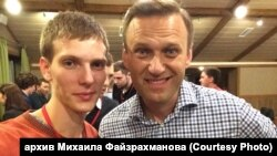 Читинский координатор штаба Навального Файзрахманов и Алексей Навальный (архивное фото)