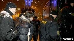 белоруската полиција апси опозициски активист