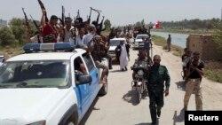 مقاتلون من أبناء العشائر مع قوات حكومية في ديالى