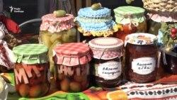 У Запоріжжі на фестивалі консервації діляться домашніми рецептами та збирають допомогу учасникам АТО (відео)