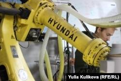 Робот-конструктор, который делает материалы из переработанного пластика