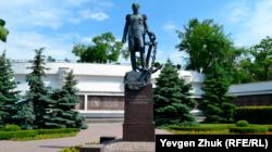 Памятник адмиралу Сенявину установлен вместо памятного знака в честь десятилетия ВМС Украины