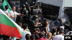Судири на демонстрантите и полицијата во Софија