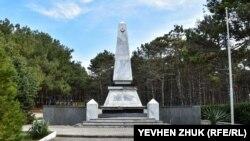 В юбилейный год: в каком состоянии в Севастополе находятся кладбища воинов Крымской войны (фотогалерея)