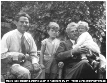 """Тивадар Сорос, его сыновья и тесть, 1931 год. Фото из книги """"Маскарад: Игра в прятки со смертью в нацистской Венгрии"""" Т. Сороса"""