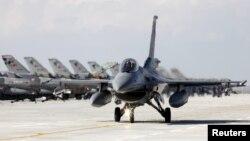 Самолет F-16