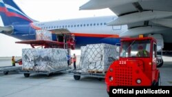 The first batch of Sinopharm COVID-19 vaccines delivered to Armenia is being unloaded from an aircraft at Yerevan's Zvartnots Airport, August 18, 2021.