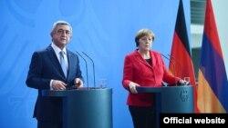 Գերմանիայի կանցլեր Անգելա Մերկելի և Հայաստանի նախագահ Սերժ Սարգսյանի համատեղ ասուլիսը Բեռլինում, 6-ը ապրիլի, 2016թ.