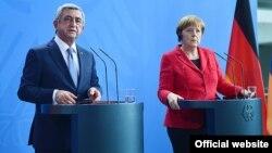 Германия - Президент Армении Серж Саргсян и канцлер Германии Ангела Меркель на совместной пресс-конференции, Берлин, 6 апреля 2016 г.